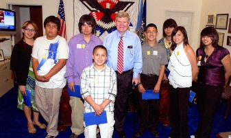 Cheyenne River Youth Project participants with Senator TIm Johnson. Photo courtesy of Tammy Eagle Hunter, CRYP