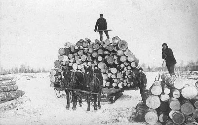 Photo taken in 1910 of Minnesota lumberjacks, as part of great collection uploaded by UMN Duluth
