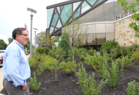 Ken Parker explaining the varieties of native plants that comprise the landscaping in front of the William Seneca building. Photo by Elizabeth Hoover